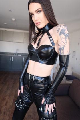 Zoe Noir